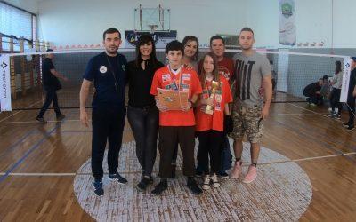 Učenca naše šole blestela na mednarodnem turnirju v badmintonu v Tuzli